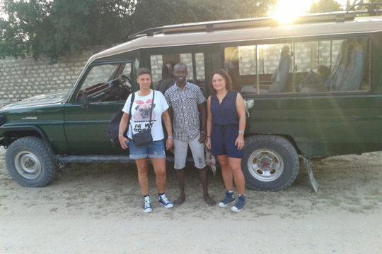 Sifa con turisti e jeep