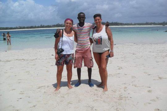 Sifa con turisti mare