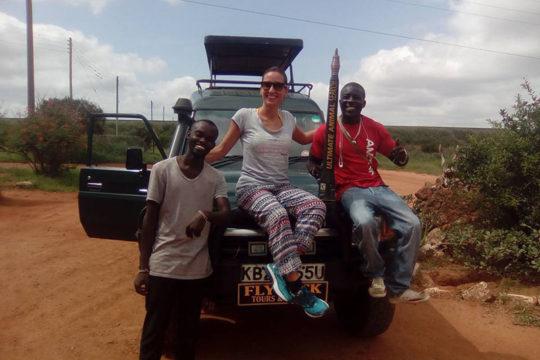 safari-tsavo-est-con-turista